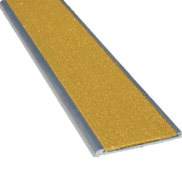 Aluminium stair nosing silicon carbide insert