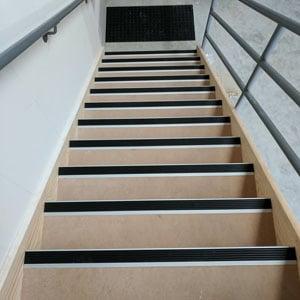 anti slip ladder black
